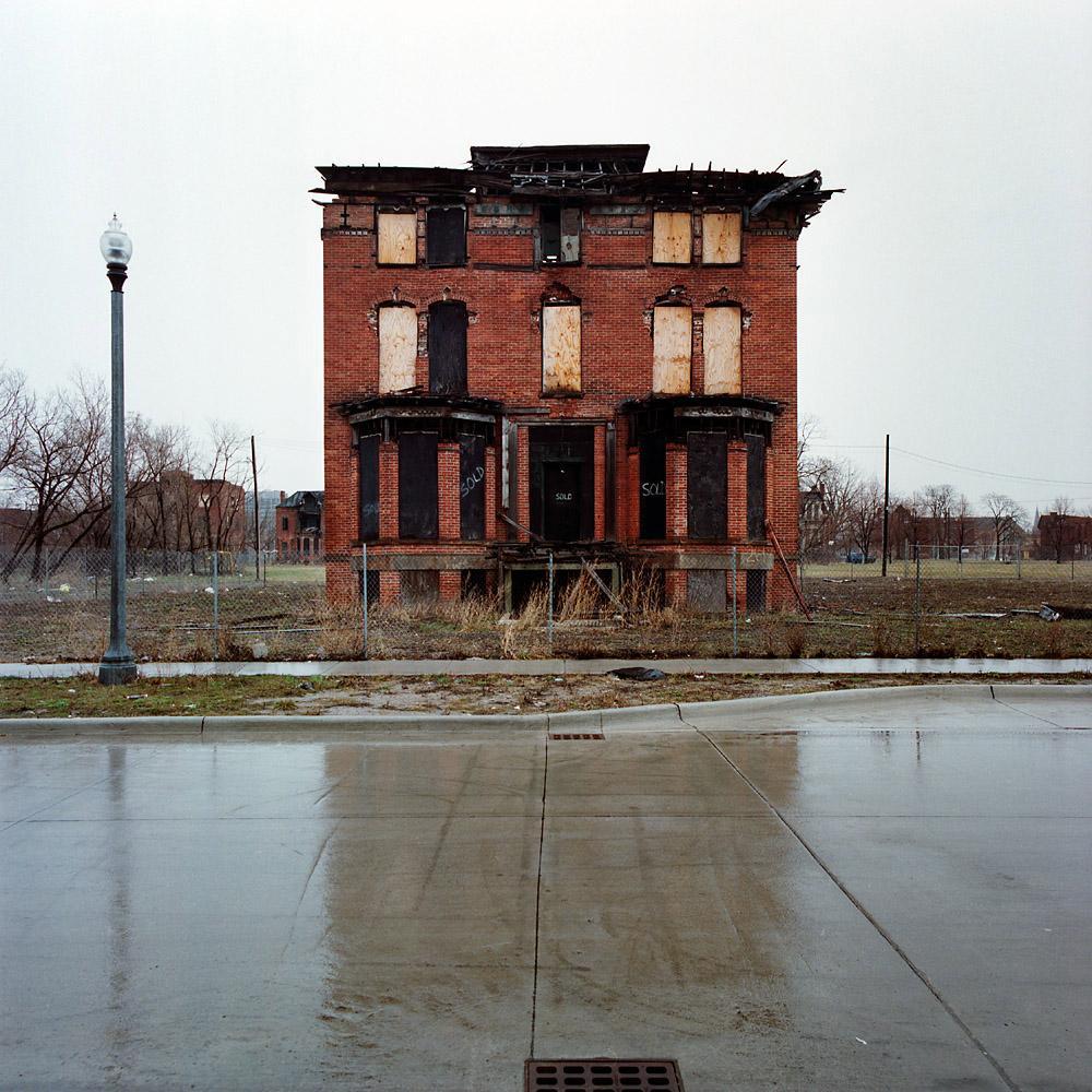 kevin-bauman-100-abandonded-detroit-houses-02