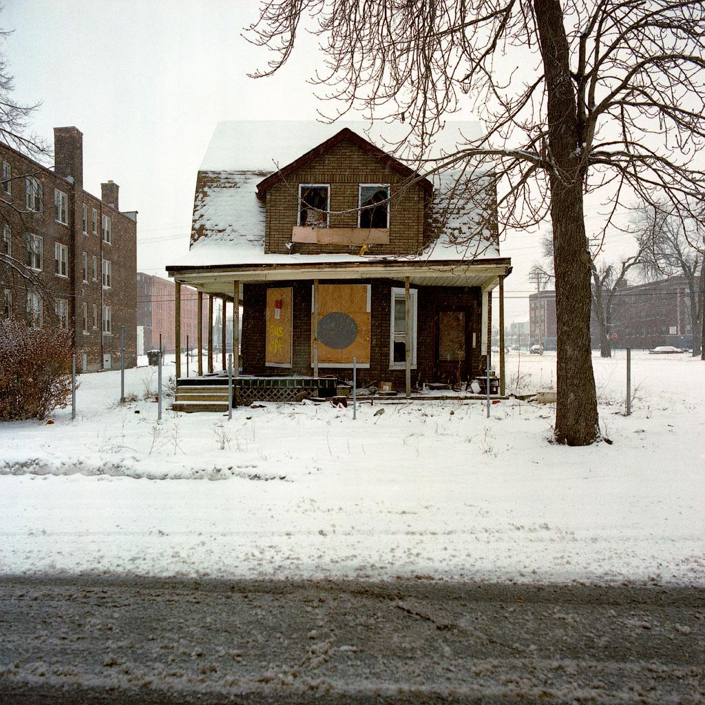 kevin-bauman-100-abandonded-detroit-houses-07