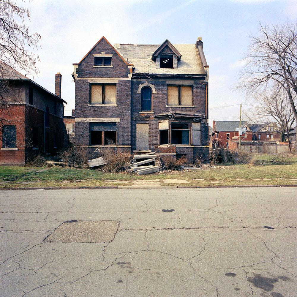 kevin-bauman-100-abandonded-detroit-houses-09